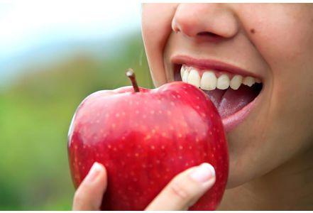Deux-pommes-par-jour-eloignent-le-cholesterol_exact441x300