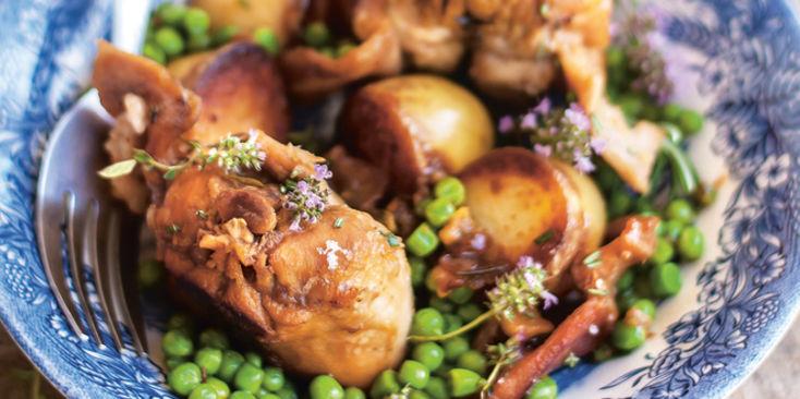 lapin-roti-aux-petits-pois-et-pommes-de-terre-nouvelles